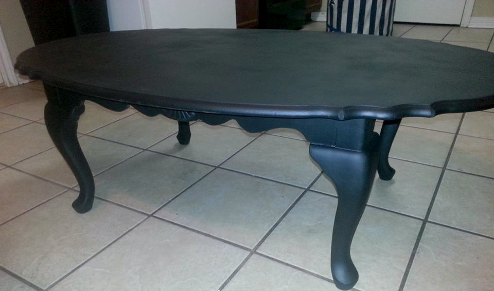 painting a coffee table black 3