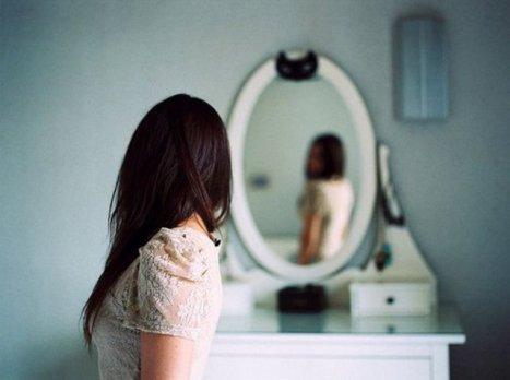 woman-looking-in-mirror